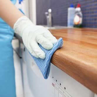 почистване на домове; почистване на офиси; почистващи услуги